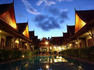 Bangtao Village Resort Phuket - Pool at night