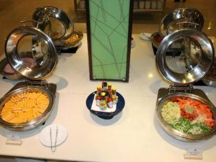 Duangtawan Hotel Chiang Mai - Food, drink and entertainment