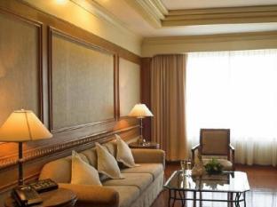 Ocean Marina Yacht Club Hotel Pattaya - 1 Bedroom Suite - Living room