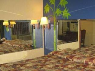 Photo 7 Economy Inn