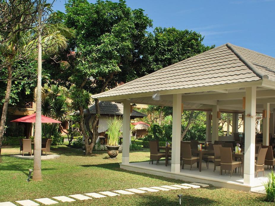 Dewi Sri Hotel Bali - Garden & Restaurant view