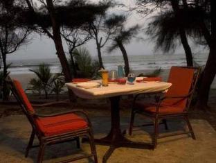 Varca Palms Beach Resort South Goa - Beach Side Dining
