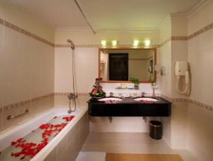 First Hotel Ho Chi Minh City - Bathroom