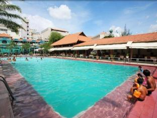 First Hotel Ho Chi Minh City - Swimming Pool