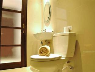 Kuta Sari House Bali - Bathroom