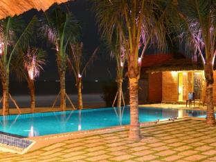 Ananda Resort Phan Thiet - Beach Front Infinity Swimming Pool