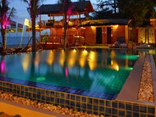 Ananda Resort Phan Thiet - Evening Around The Pool