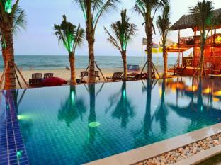 Ananda Resort Phan Thiet - Infinity Swimming Pool