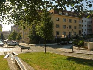 Hellichova Apartment Praag - Hotel exterieur