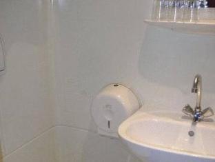 Hotel Touring Budapest - Bathroom