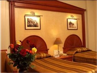 Hotel Pradeep Varanasi - Deluxe Double Room