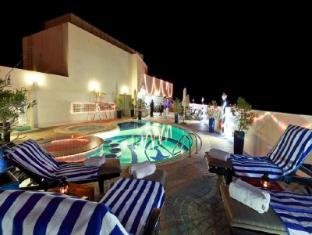Howard Johnson Hotel - Howard Johnson Hotel Dubai - Pool Side