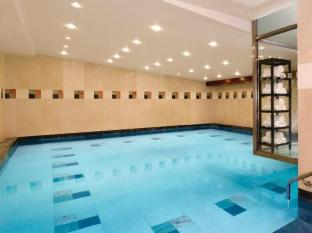 Courthouse Hotel London - Sanook Spa Swimming Pool