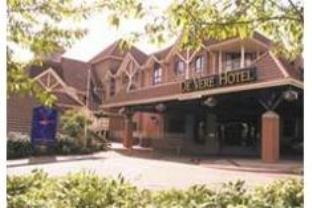 Village Swindon Hotel