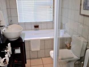 ซิมอนเบิร์กเกสต์เฮาส์ สเตลเลนบอสช์ - ห้องน้ำ