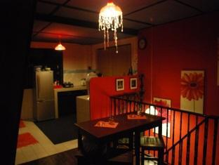 Threehouse Bed and Breakfast Kuching - Cucina