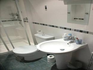2 Cambridge Villas Bed and Breakfast Ambleside - Bathroom