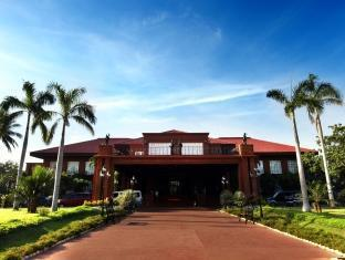 Fort Ilocandia Resort Hotel Лаоаг - Фасада на хотела