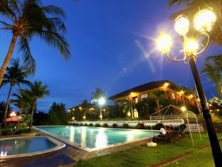 Fort Ilocandia Resort Hotel Лаоаг - Бассейн