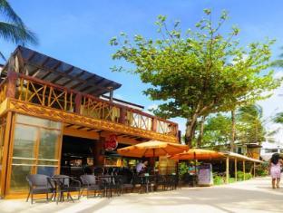 Red Coconut Hotel Boracay Island - Coco Bar Facade