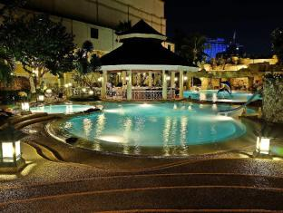 Waterfront Cebu City Hotel and Casino Ciudad de Cebú - Piscina