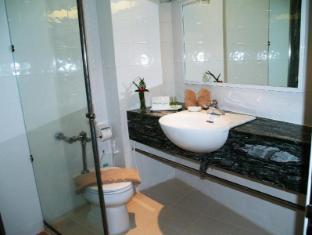 Golden Beach Hotel Pattaya - Bathroom