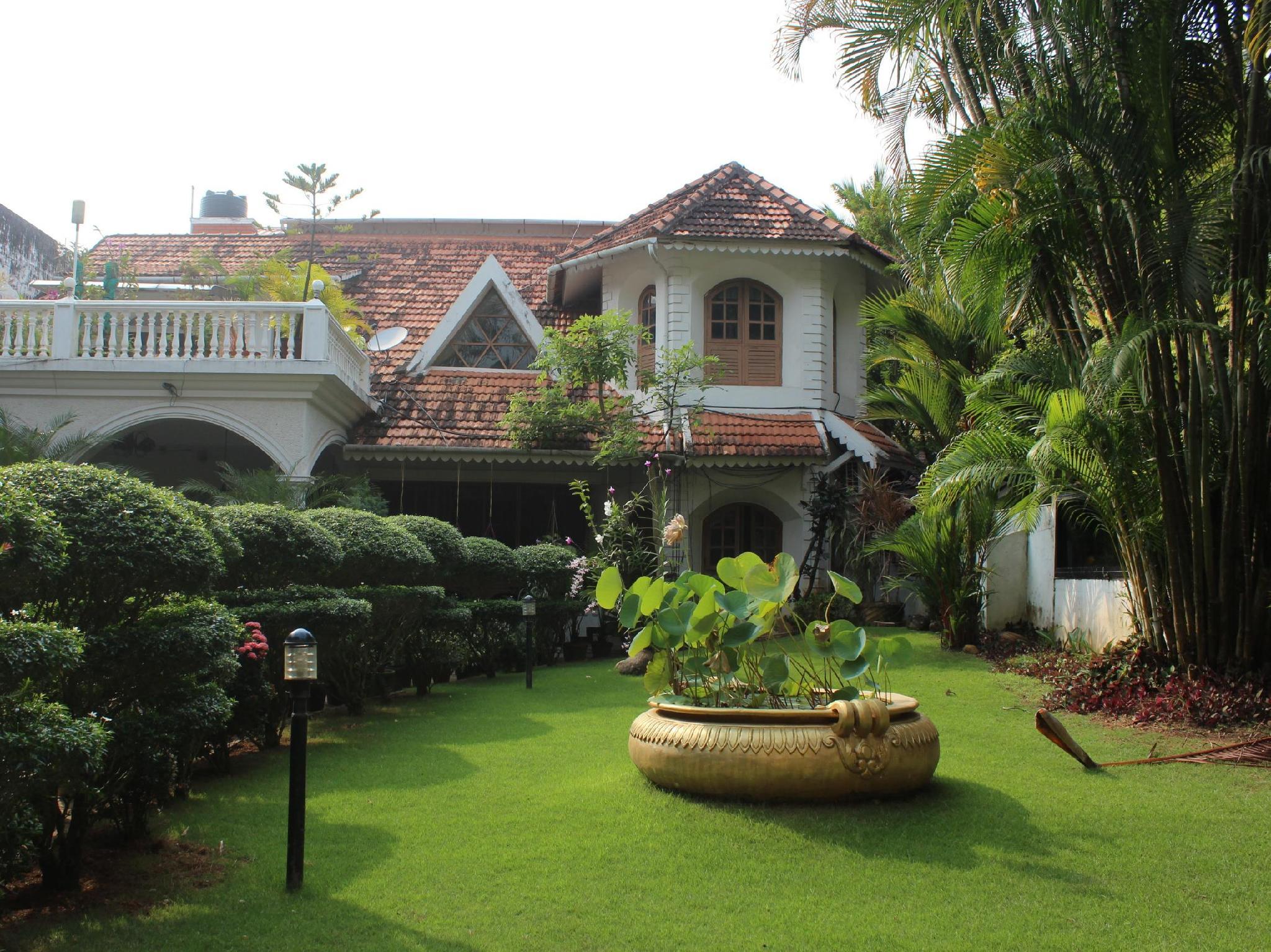 Ann's Residency - Kochi / Cochin