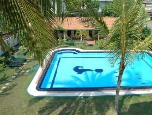 Sagarika Beach Hotel Bentota/Beruwala - Garden & Pool