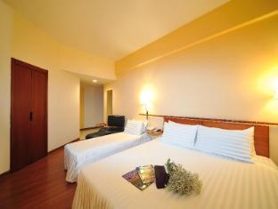 Alpha Genesis Hotel Kuala Lumpur - Triple Sharing & Family Room