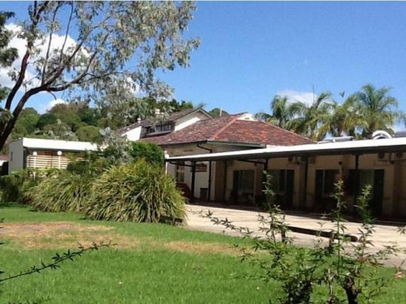 Sovereign Inn Wollongong - Hotell och Boende i Australien , Figtree