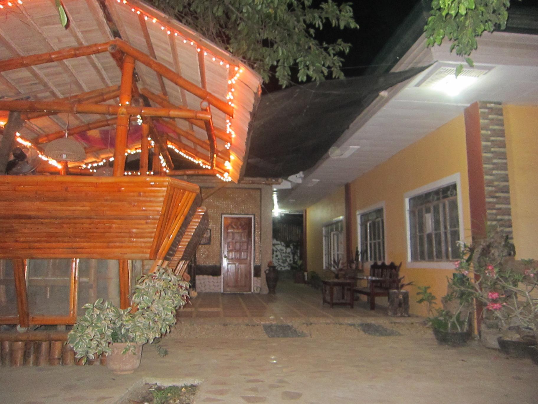 Kambakambak Doss Haus - Puerto Princesa City