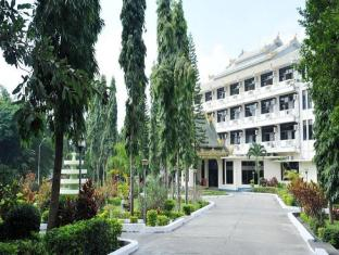New Kyaing Tong Hotel | Myanmar Budget Hotels