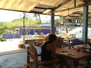 Lavalon Seaview Hostel & Bar