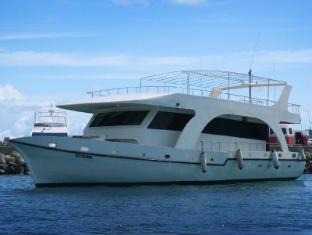 Finolhu Boat at Maafushi Island