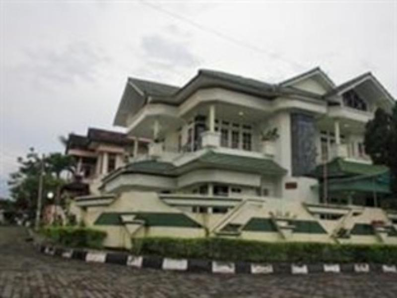 Puri Karunia Guest House 2 - Hotels and Accommodation in Indonesia, Asia