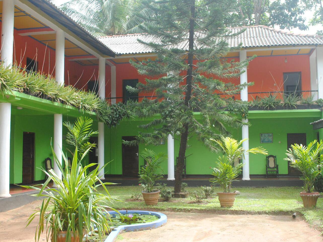 Sujatha Tourist Rest - Hotels and Accommodation in Sri Lanka, Asia