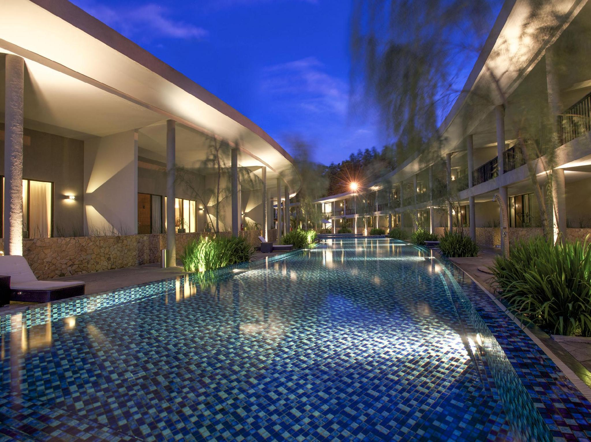 Hotel Neo Green Savana Sentul City
