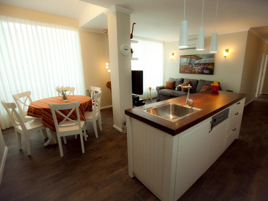 Lili's Place Apartments Near the Beach - Hotels and Accommodation in Israel, Middle East