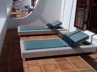 Aaldering Vineyards and Wines Luxury Lodges Stellenbosch - Lounging Area on the Terrace