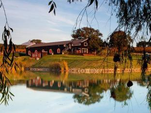 Aaldering Vineyards and Wines Luxury Lodges Stellenbosch - Lake Views