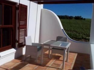 Aaldering Vineyards and Wines Luxury Lodges Stellenbosch - Terrace Seating Area