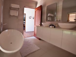 Aaldering Vineyards and Wines Luxury Lodges Stellenbosch - Bathroom