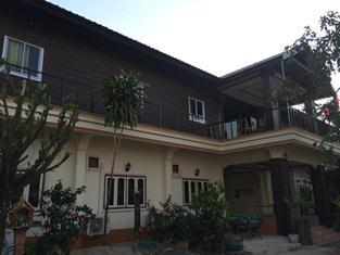 Souksa Vanhxay Guesthouse - Hotels and Accommodation in Laos, Asia