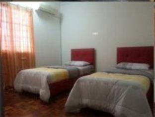 Meow Guesthouse at Taman Haji Ludin Kuching - 4 Bedroom Room