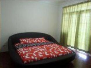Meow Guesthouse at Taman Haji Ludin Kuching - 4 Bedroom Home