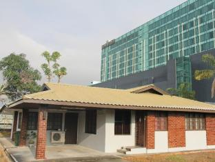 Cemerlang Guesthouse - 1star located at Kuching