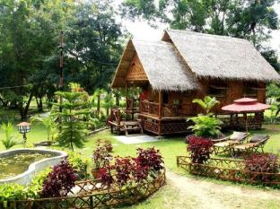 Bamboo Cottage with private garden