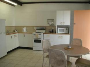 Palm View Holiday Apartments Whitsundays - Kitchen 1 bedroom apartment
