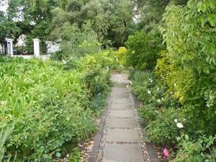 Beauclair Guest Cottage Stellenbosch - Guest House Garden Area