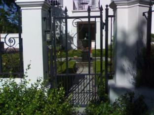 Beauclair Guest Cottage Stellenbosch - Entrance to the Guest House